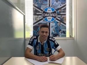 Vitinho assina com o Grêmio