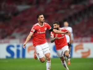 Mais dois gols de Thiago Galhardo no Brasileirão